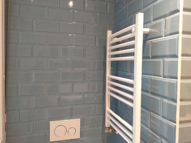 Reformas en bilbao - Instalación en baño de colgador eléctrico